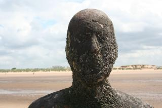 Anthony gormley standbeeld