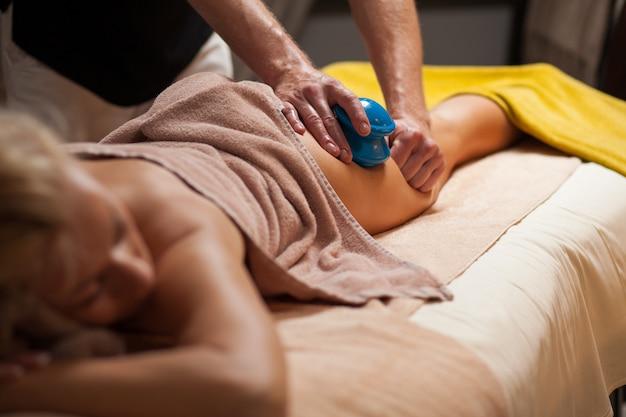 Anti-cellulitis massage in een spa