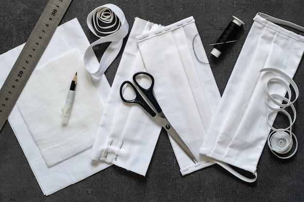 Anti-virus beschermende maskers naaien met uw eigen handen. volgorde, onderdelen en afgewerkt masker