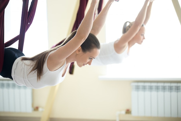 Anti-zwaartekracht yoga oefening