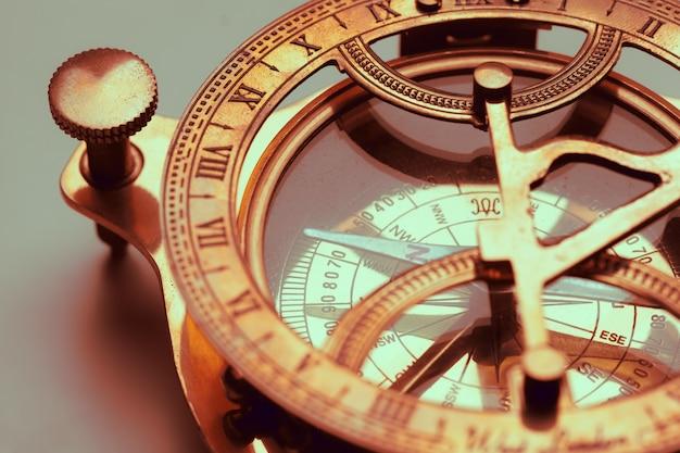Antiek kompas dichte omhooggaand