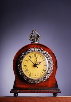 Antiek uitziende klok