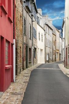 Antieke bretonse dorpsbaan