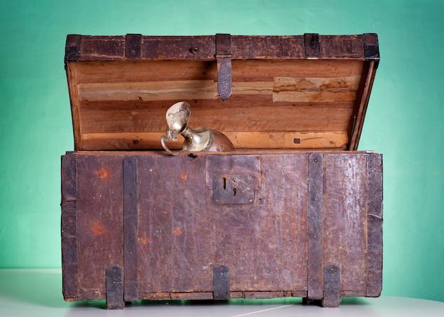 Antieke houten kofferbak