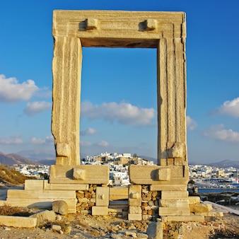 Antieke tempelruïnes in naxos in cycladen