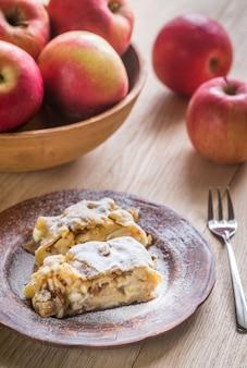 Apfelstrudel met walnoten