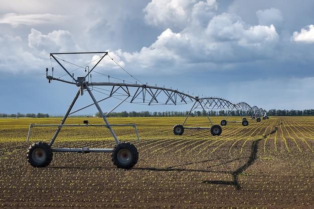 Apparatuur voor automatische irrigatie van een groot veld