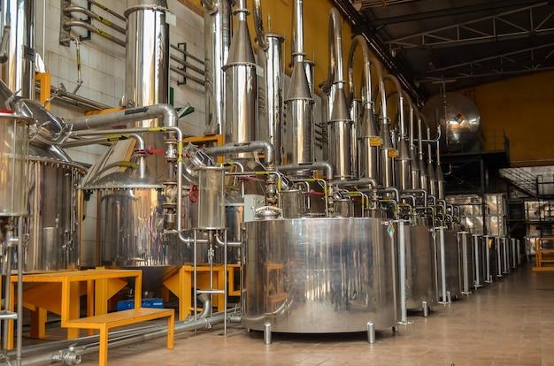 Apparatuur voor de distillatie van alcoholische dranken, distillatie van tequila.
