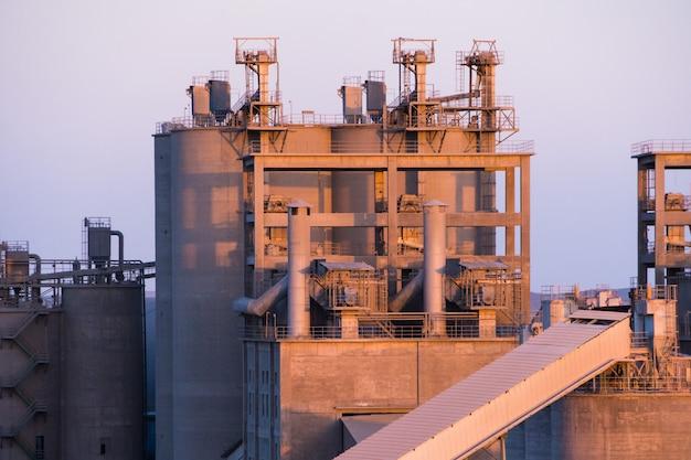 Apparatuur voor de productie van asfalt, cement en beton. betonnen plant