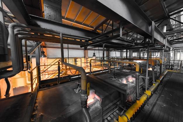 Apparatuur voor de productie van glasvezel bij de fabricagemuur
