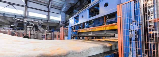 Apparatuur voor de productie van glasvezel bij fabricaget-shirt