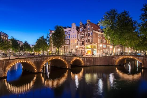 Appartement langs keizersgracht-kanaal in de stad van amsterdam in netherl