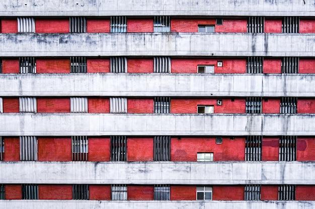 Appartement raam en muur ten dage in de stad taipei, taiwan.