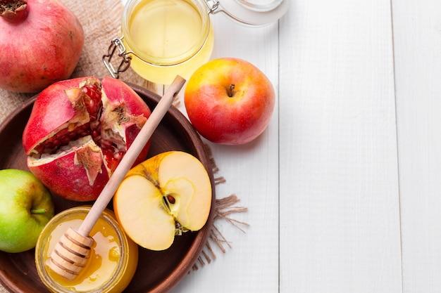 Appel en honing, traditioneel voedsel van joods nieuwjaar - rosh hashana.