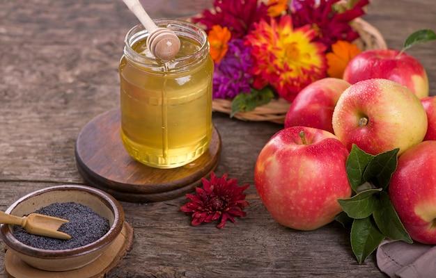 Appel en honing, traditionele gerechten van de joodse nieuwjaarsviering, rosh hashana. selectieve aandacht. copyspace achtergrond