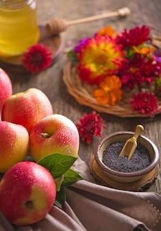 Appel en honing, traditionele gerechten van de joodse nieuwjaarsviering, rosh hashana. selectieve aandacht. copyspace