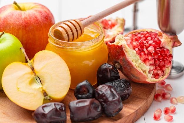 Appel en honing, traditionele gerechten van joods nieuwjaar - rosh hashana.