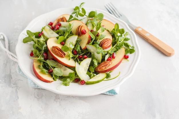 Appel pecannoot granaatappelsalade.
