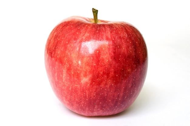 Appel ziet er fris, rijp en gezond uit.