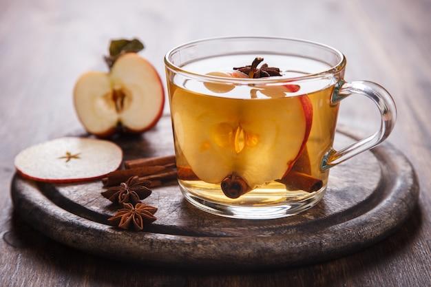 Appelcider drinken, sap, cider met kruiden