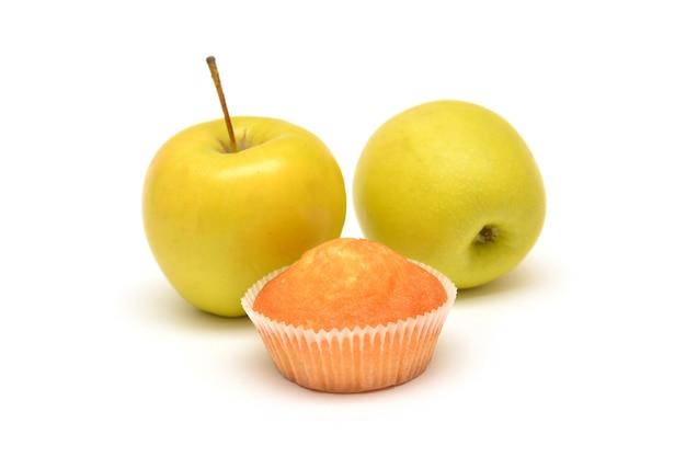 Appelmuffins op witte achtergrond