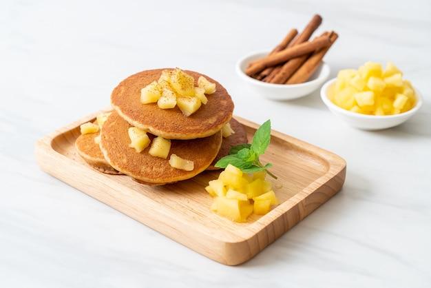 Appelpannenkoek of appelpannenkoek met kaneelpoeder