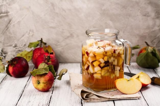 Apple-cider sangria in een glazen pot