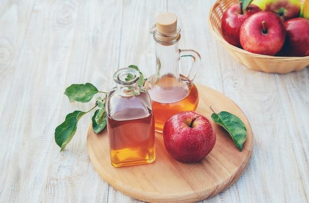 Apple-ciderazijn in een fles
