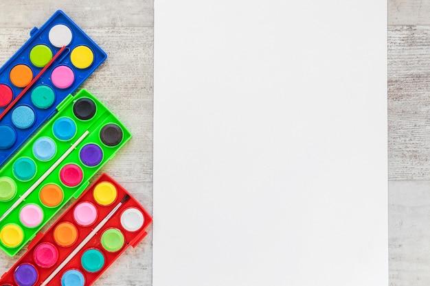 Aquarel acryl en kopieer ruimte blanco papier