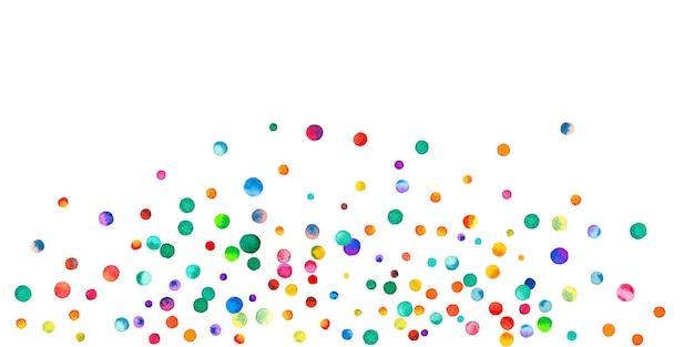 Aquarel confetti op witte achtergrond. levend regenboog gekleurde stippen. gelukkige viering brede kleurrijke heldere kaart. extatische handgeschilderde confetti.