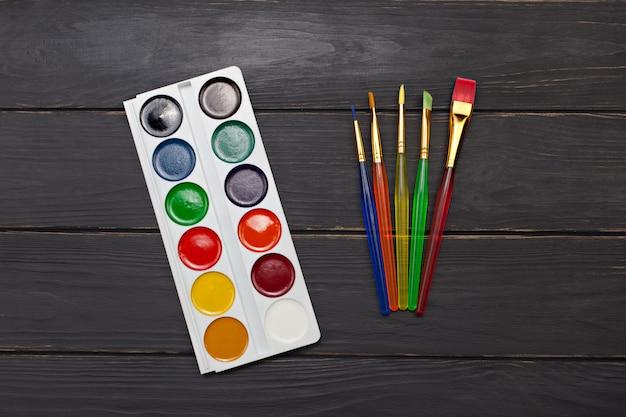 Aquarel palet met penselen