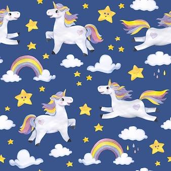 Aquarel patroon op een donkerblauwe achtergrond met eenhoorns, wolken, sterren, regenbogen