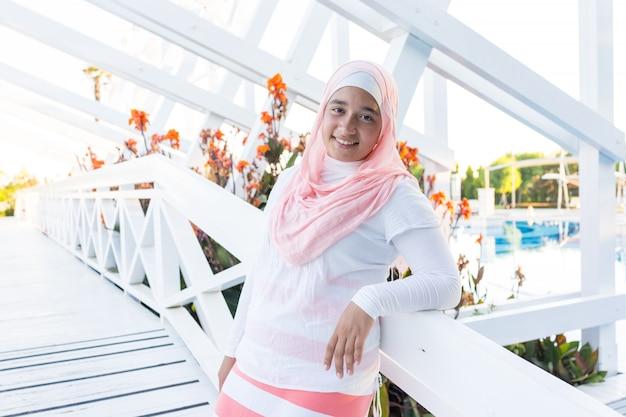 Arabisch meisje op zomervakantie