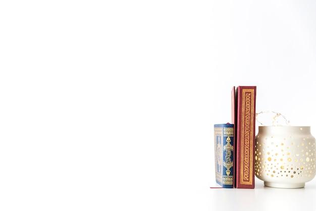 Arabische boeken en lantaarn