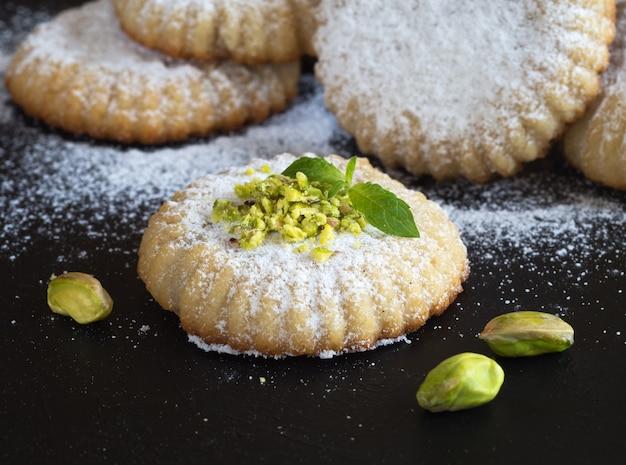 Arabische koekjes maamoul. ramadan snoepjes. detailopname.
