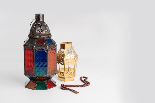 Arabische lantaarn op wit