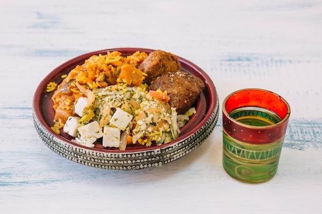 Arabische voedselsamenstelling voor ramadan