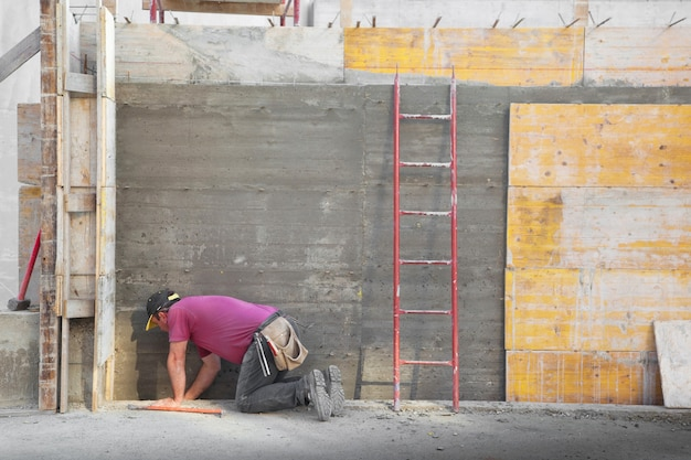 Arbeider die in een bouwwerf werkt