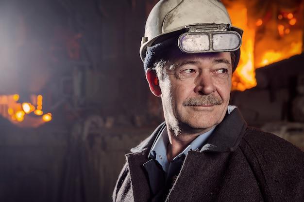 Arbeider van een metallurgische fabriek