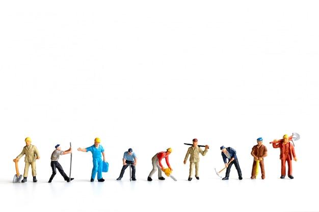 Arbeidersteam die zich op witte ruimte bevinden als achtergrond en exemplaar voor uw tekst, het concept van de dag van de arbeid