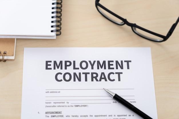 Arbeidsovereenkomst ondertekening arbeidsovereenkomst rekruteringsconcept