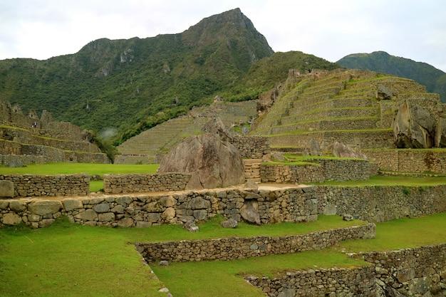 Archeologische site van machu picchu in de vroege ochtend, cusco region, provincie urubamba, peru