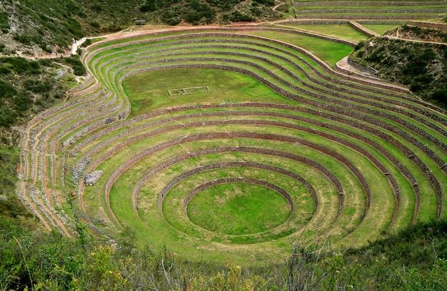 Archeologische vindplaats van moray, de inca-terrassen in de heilige vallei, cusco, peru