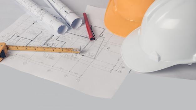Architect, ingenieursconcept, vertegenwoordigt de werkstijl van architecten, ingenieurs met constructietekeningen