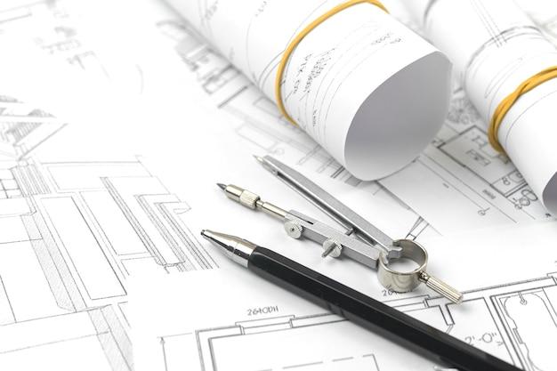 Architect ontwerp werkconcept. tekenen van schetsplannen blauwdrukken