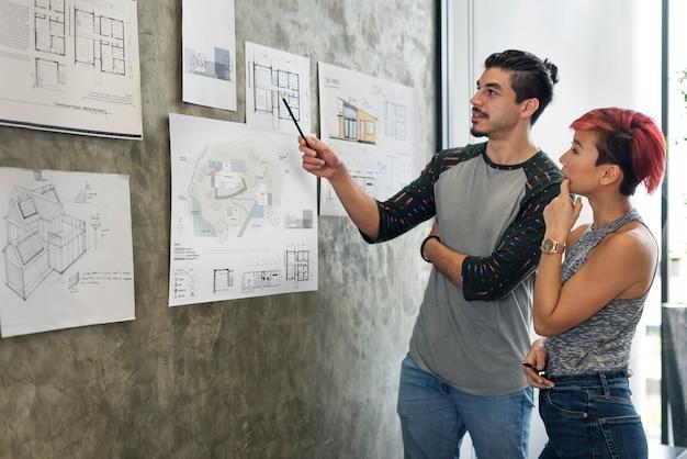 Architecten die aan een project werken