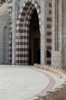 Architectonische elementen van de moskee el mustafa in sharm el sheikh. egypte november 2018