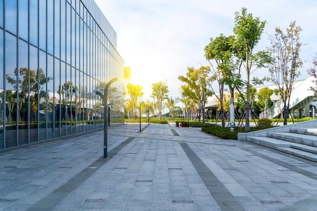 Architecturaal landschap van commercieel gebouw in centrale stad