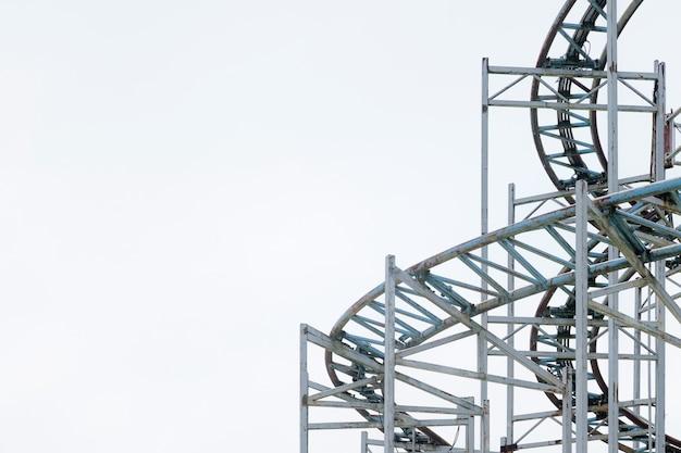 Architecturale details van de metalen structuur van een groot reuzenrad.