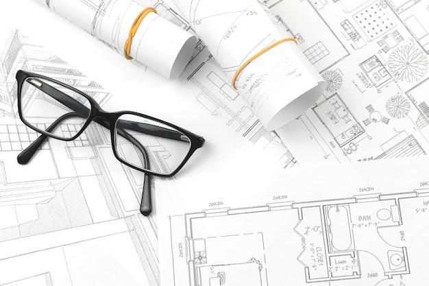 Architectuur en engineering bedrijfsconcept achtergrond met blauwdrukken en glazen, bovenaanzicht foto